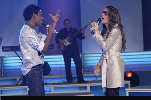 Ana Paula com Elias dos Santos que interpretou a canção Preciso de Ti.