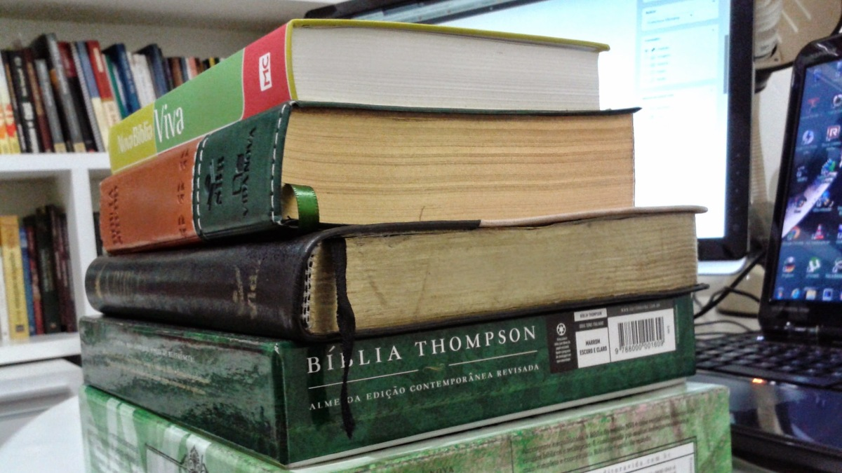 Vai comprar uma Bíblia de Estudo? Saiba como escolher a sua