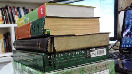 Vai comprar uma Bíblia de Estudo? Saiba como escolher asua