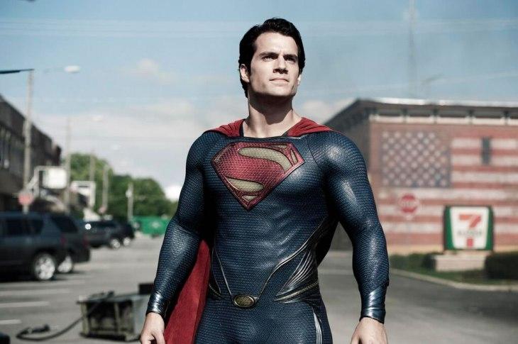 (Imagem: Reprodução) Henry Cavill interpretando o Homem de Aço no filme lançado em 2013.