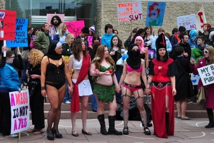 """""""Mulheres que usam roupas que mostram o corpo merecem seratacadas"""""""