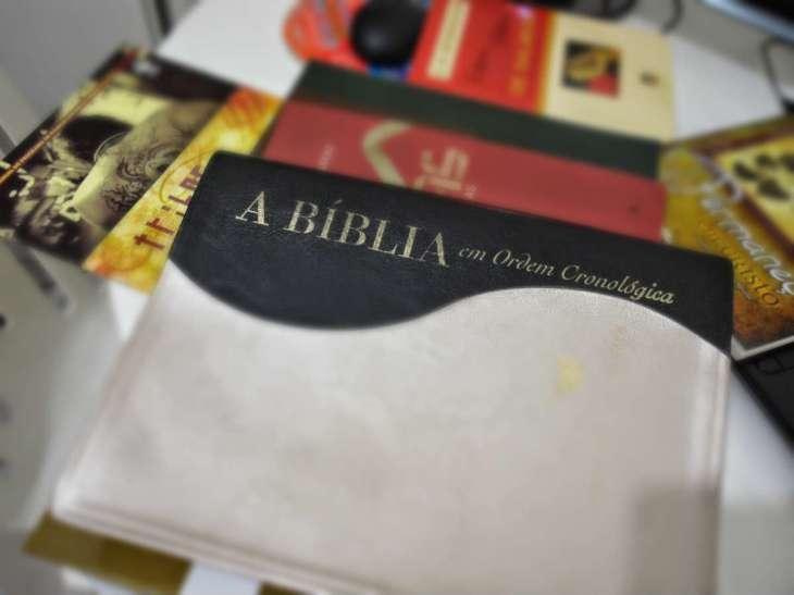 Capa - Bíblia de Estudo em Ordem Cronológica