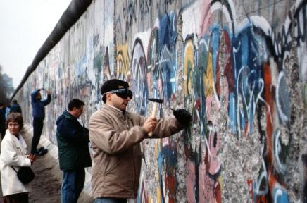 BNDES e a reconstrução do Muro deBerlim