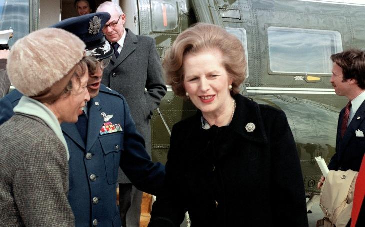 Primeira Ministra Margaret Thatcher da Inglaterra após uma visita aos Estados Unidos